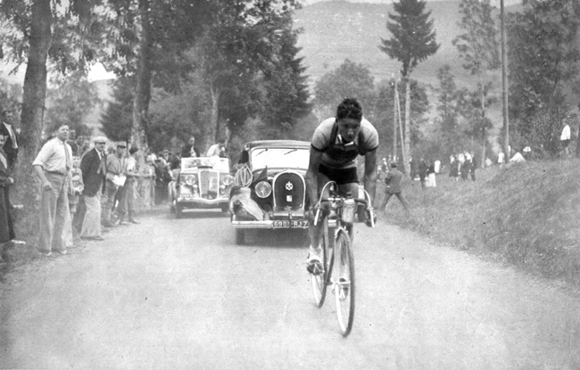 Leo Amberg ascends the Ballon d'Alsace in the 1935 Tour de France