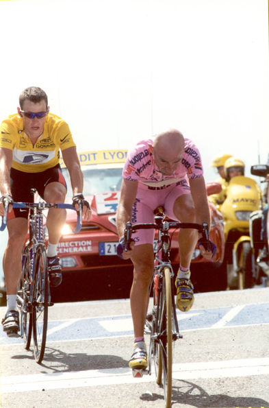 Marco Pantani and Lance Armstrong finish mont Ventoux in the 2000 Tour