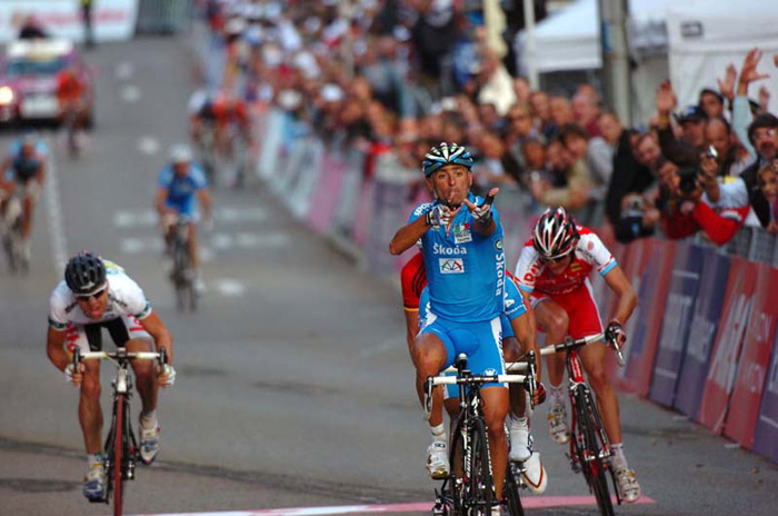 Paolo Bettini wins the 2007 world road race championships