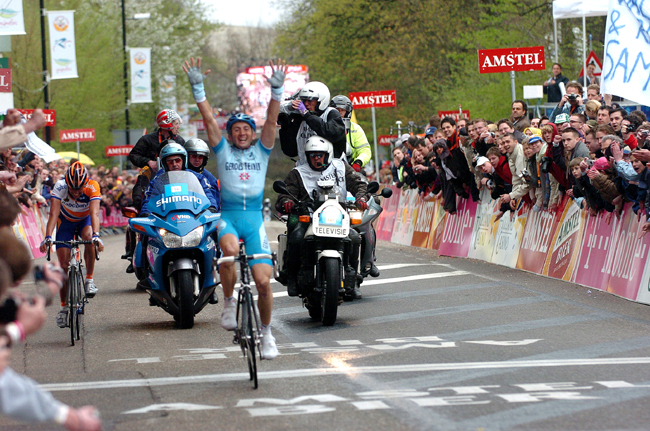 Davide Rebellin wins the 2004 Amstel Gold Race