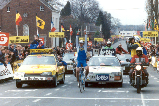 Jacky Durand wins the 1992 Tour of Flanders