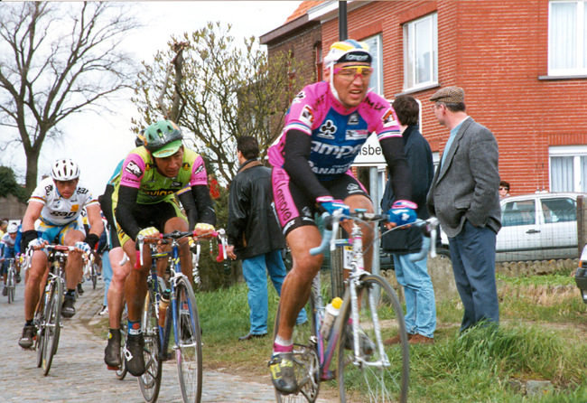 Alexandre Gontchenkov and Greg LeMond (3rd) on the Old Kwaremont