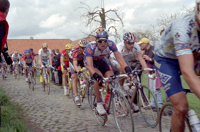 Michele Bartoli and Emmanuel Magnien on the Old Kwaremont