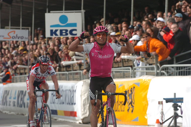 Stffan Wesemann wins the 2004 Tour of Flanders