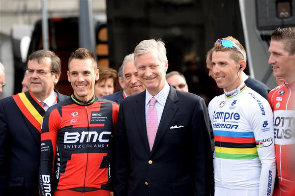 The king of Belgium with Philippe gilbert and Rui Costa