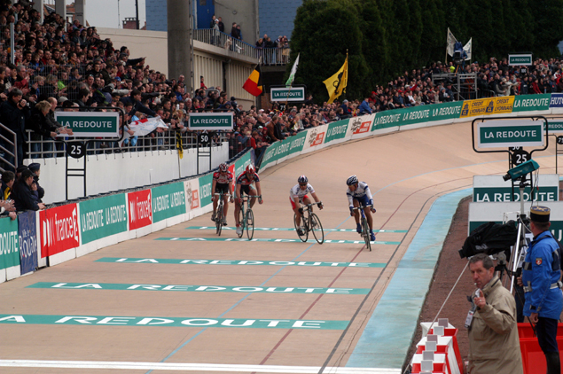 The final four jockey on the velodrome