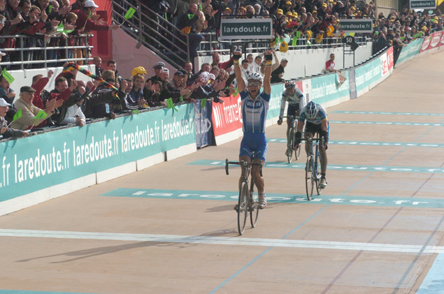 Tom Boonen wins the 2005 Paris-Roubaix