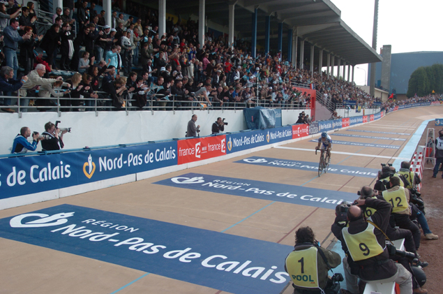 Boonen rides his two laps on the velodrome