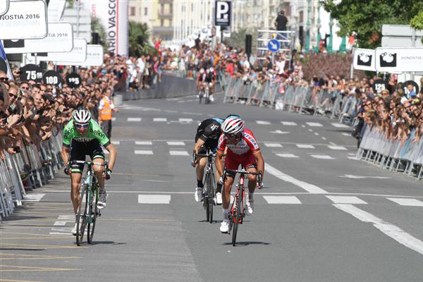 Bauke Mollema wins the sprint for second place