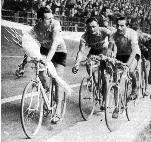 Fausto Coppi wins the 1947 Giro d'Italia