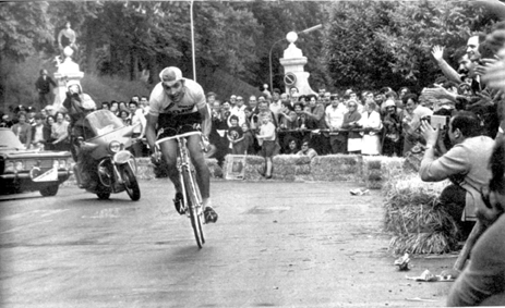 Eddy Merckx wins stage 9