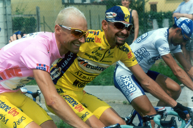 Winner Stefano Garzelli with Marco Pantani