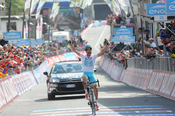 Fabio Aru won the stage