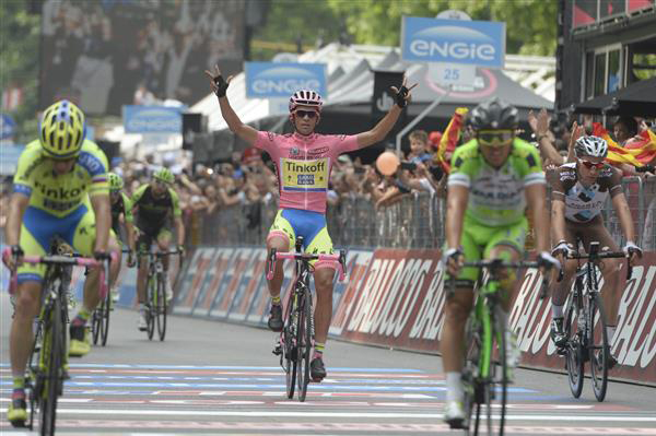 Alberto Contador finishes stasge 21 safely