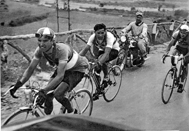 Giuseppe Olmo leads Vasco Bergamaschi and Gino Bartali in the 1935 Giro d'Italia
