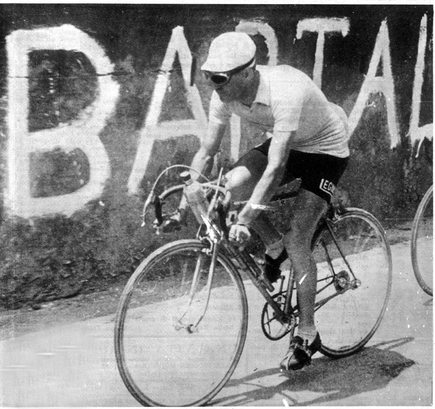 Gino Bartali wear pink in the 1947 Giro