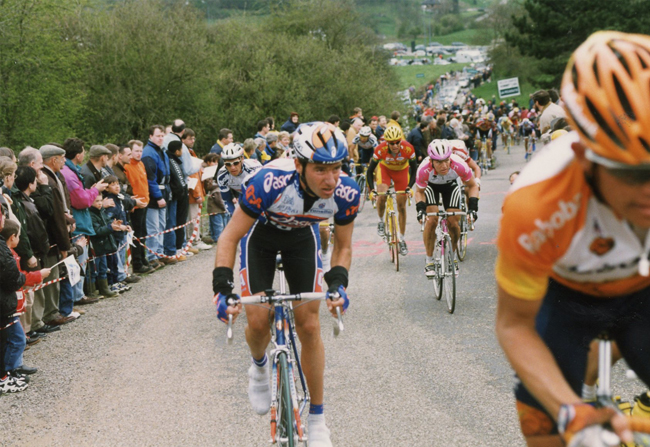 Bettini  climbs a hill in the 1998 Liege- Bastogne-Liege