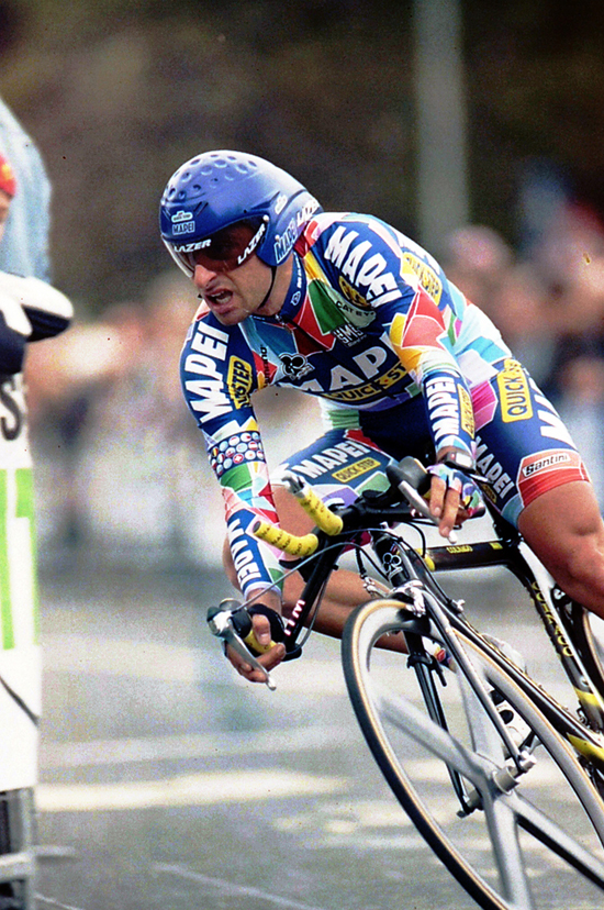Bettini rides the 2002 Giro prologue