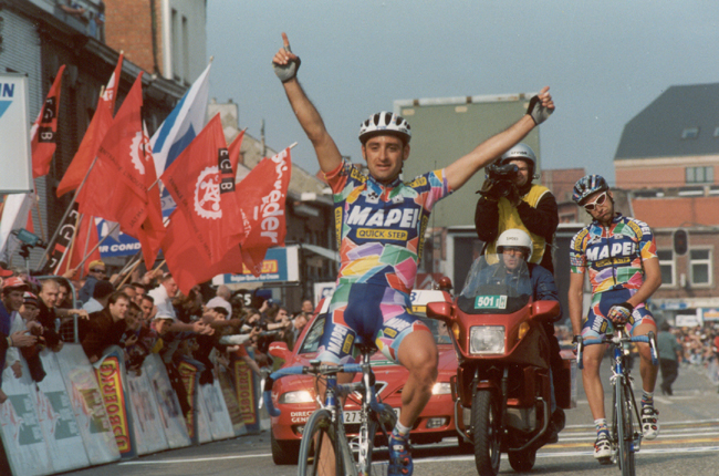 Paolo Bettini and Stefano Garzelli in the 2002 Leige-Bastogne-Liege