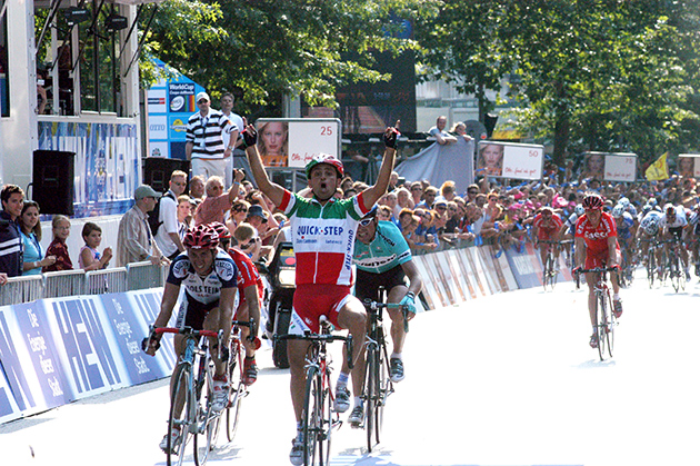 Bettini wins 2003 HEW Cyclassics
