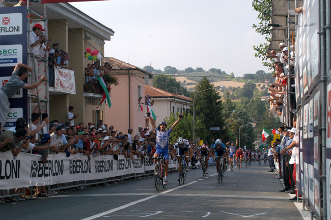 Paolo Bettini wins the 2003 italian Road Champinships