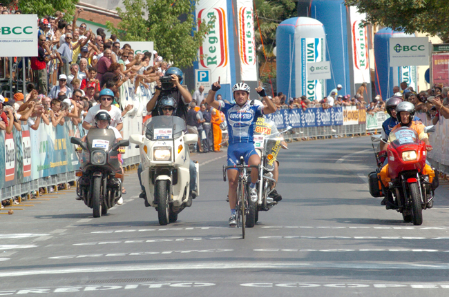 Paolo Bettini wins 2004 GP Citta di Camaiore