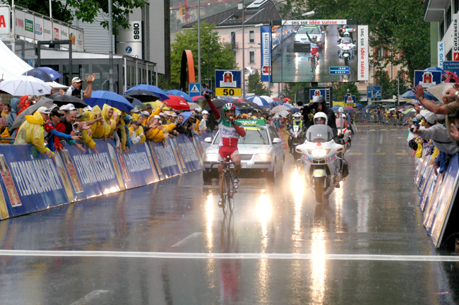 Paolo Bettini wins stage 8 of the 2004 Tour of Switzerland