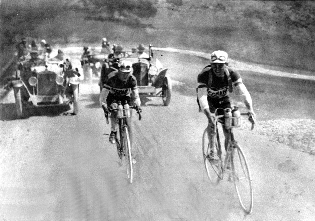 Alfredo Binda and Giovanni Brunero finish a stage in the 1926 Giro d'Italia