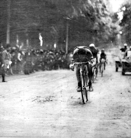 Alfredo Binda wins the first stage of the 1927 Giro d'Italia
