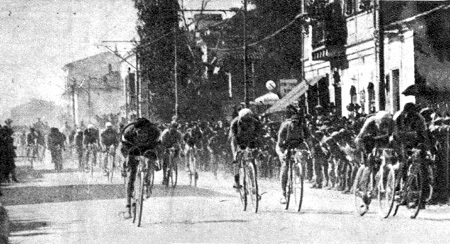 Binda wins the Pescara stage i the 1931 Giro d'Italia