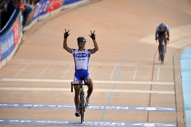 Tom Boonene wins 2009 paris-Roubaix