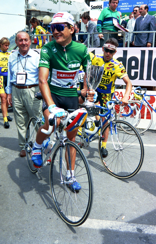 Claudio Chiappucci is in green after stage 3 of the 1990 Giro