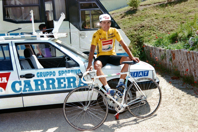 Chiappucci enjoys the rest day of the 1990 tour de France