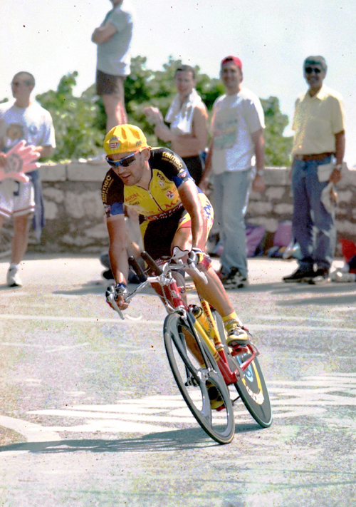 Claudio chiappucci races stge Trieste stage 15 time trial of the 1998 giro d'Italia