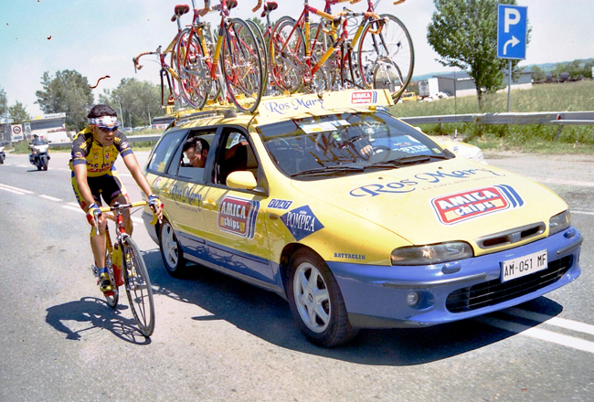 Claudio Chiappucci in stage 2 of the 1998 Giro d'Italia