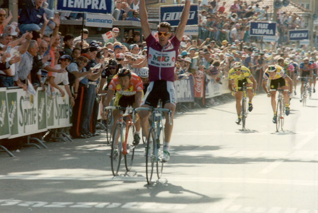 Cipollini wins a stage in the 1992 Giro d'Italia