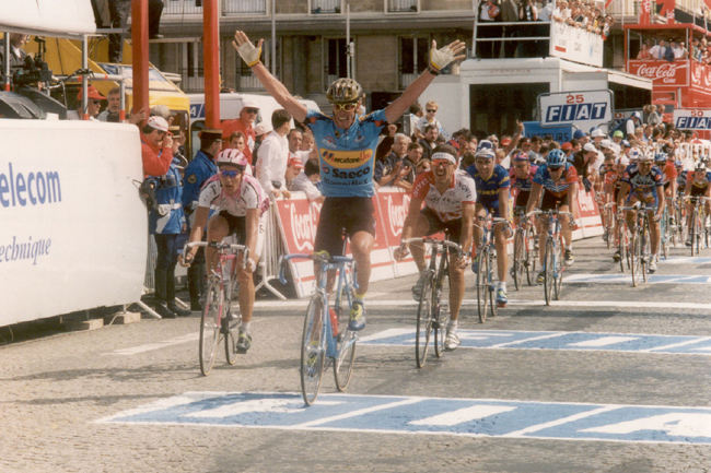 Cipollini wins stage 4 of the 1995 Tour de France