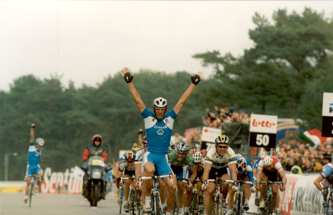 Mario Cipollini wins the 2002 World Road Championships