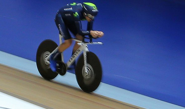 Alex Dowsett setting new world hour record