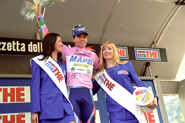 Cadel Evans inpink in the 2002 Giro d'Italia