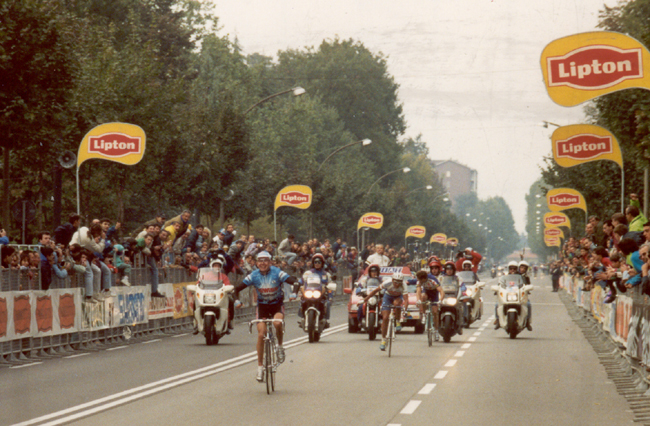 Gianni Faresin wins the 1995 Giro di Lombardia