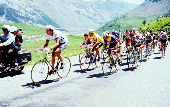 Fignon sits on Pascal Simon's wheel in the 1984 Tour's 18th stage