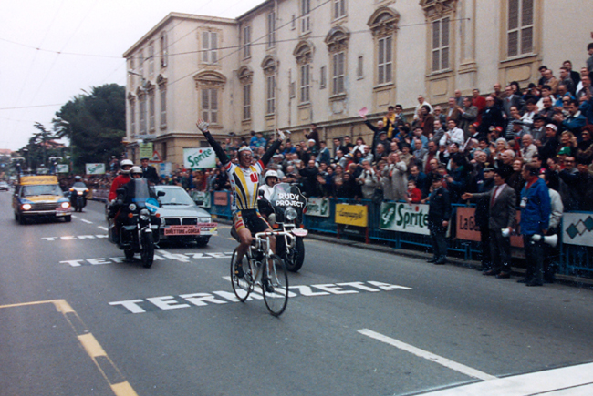 Fignon winning the 1989 Milano-San Remo
