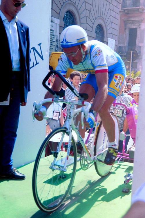 Fingon in the starthouse of stage one of the 1990 Giro d'Italia