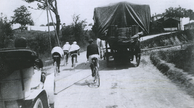 Maurice Garin racing in the 1904 Tour