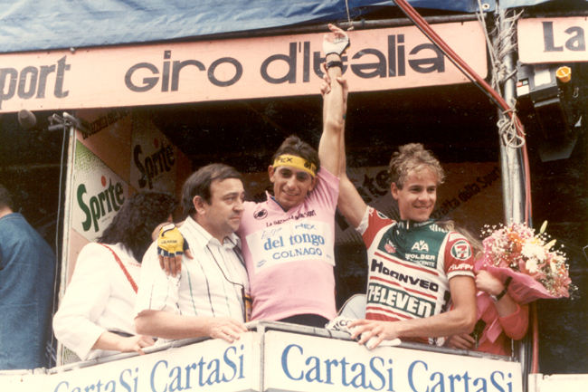 Hampsten celebrates his stage 12 Giro victory