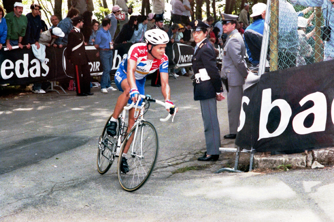 Hampsten climbs to Il Ciocco in the 1995 Giro