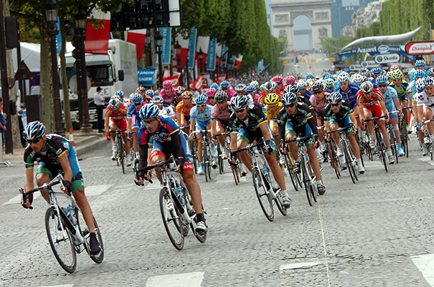 George Hincapie leads the pelton in the 2007 Tour de France