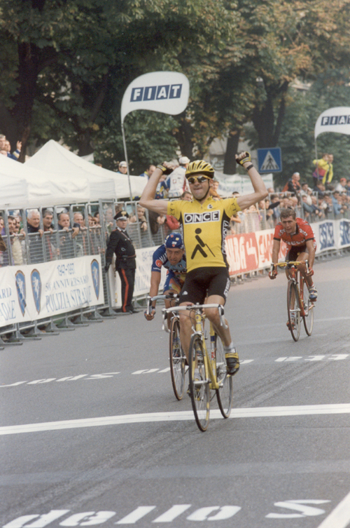 http://bikeraceinfo.com/images-all/photo-galleries-images/racers-images/jalabert-laurent/1997-jalabert-lombardia.jpg