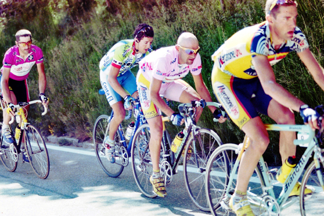 Jlabert follows pantani in the 1999 Giro